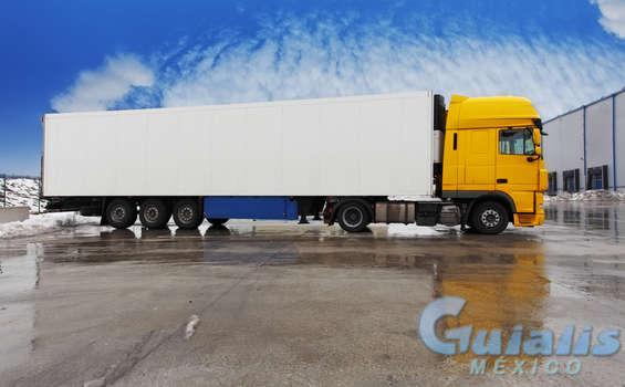 Camiones en Río Bravo